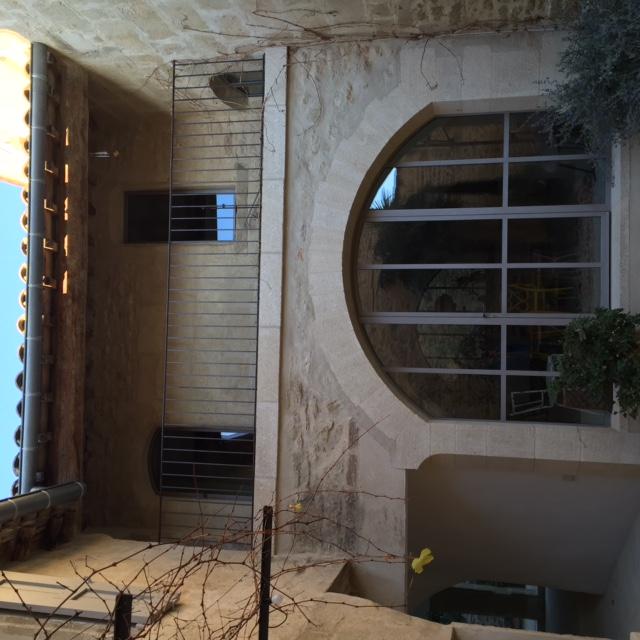 Facade pierre maconnerie renovation nime vielles for Entreprise renovation facade