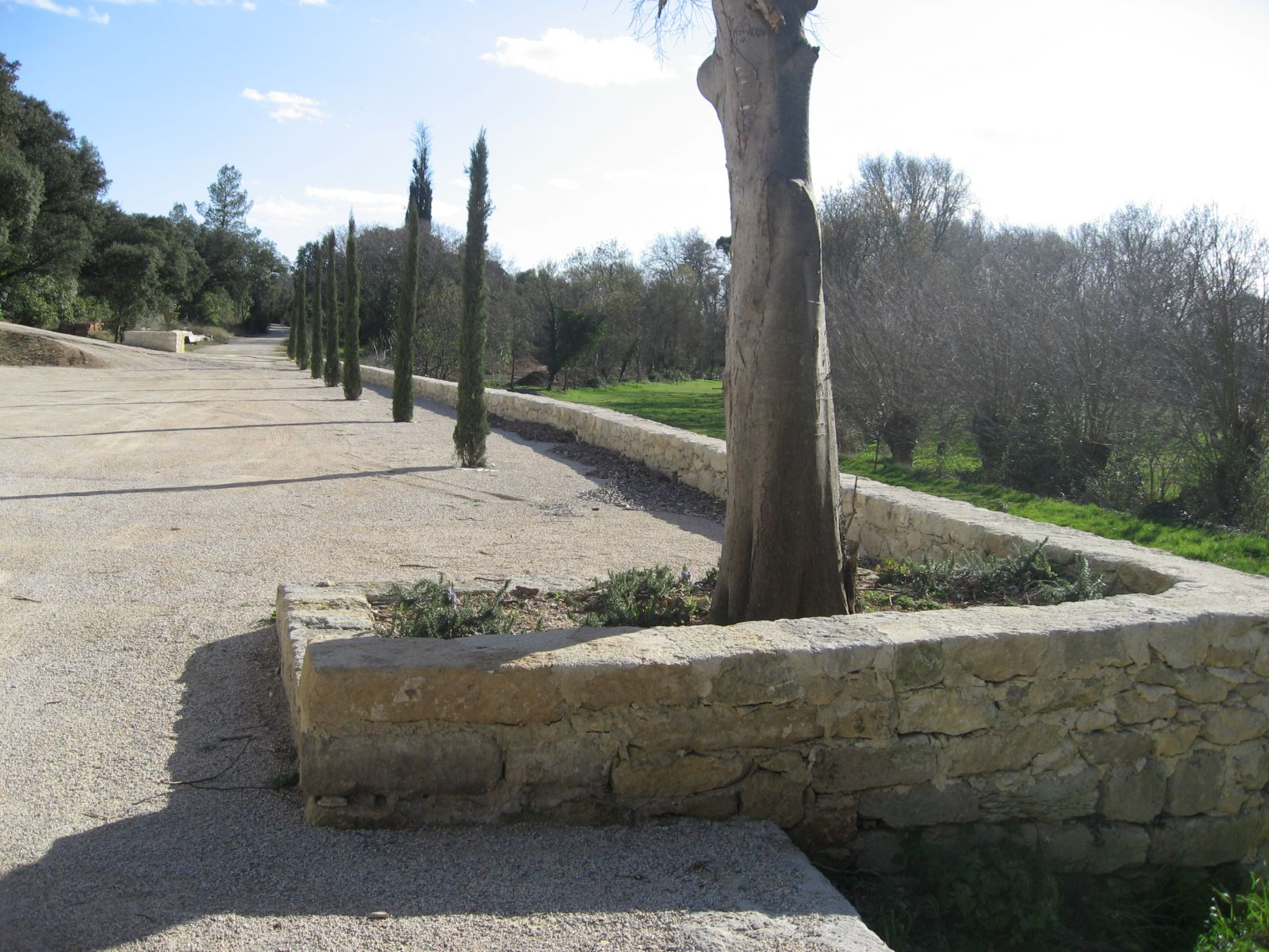 Murs pierre constructeur maison gard vielles demeures d for Constructeur piscine gard