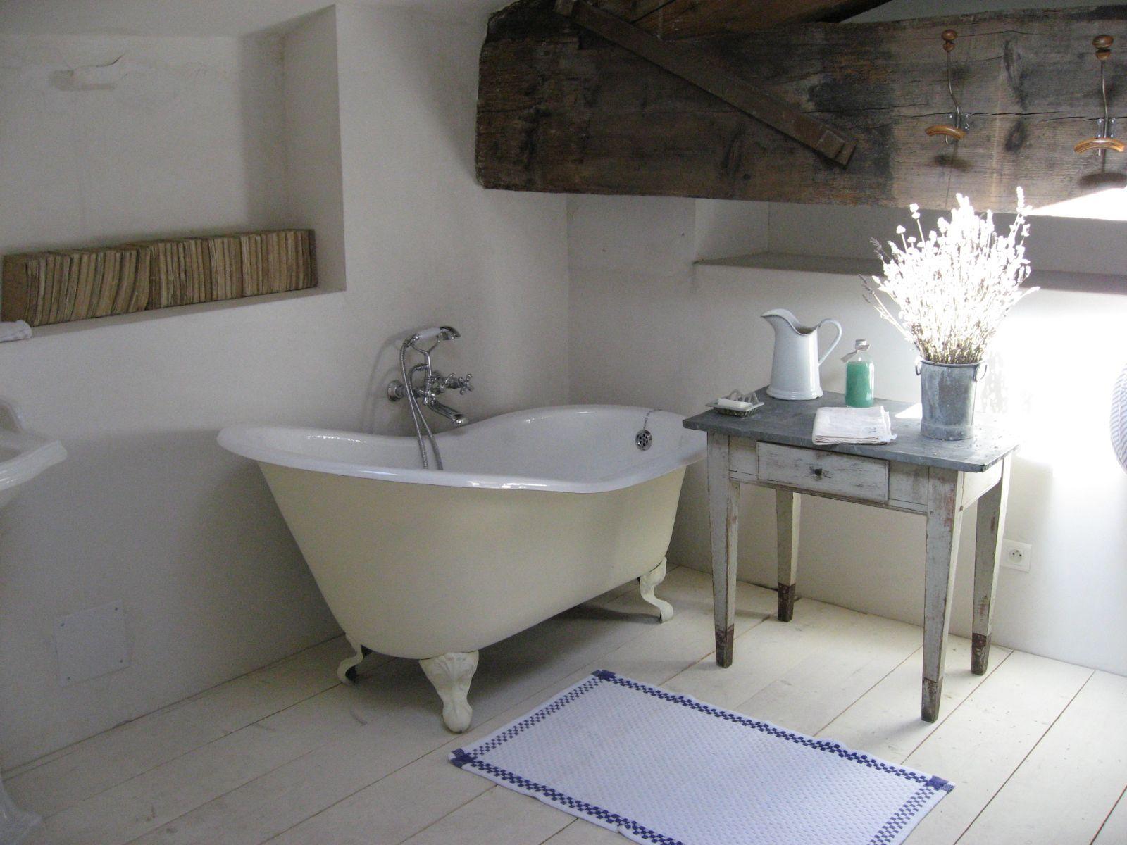 Salle de bain vielles demeures d 39 occitanie entreprise for Constructeur maison nimes