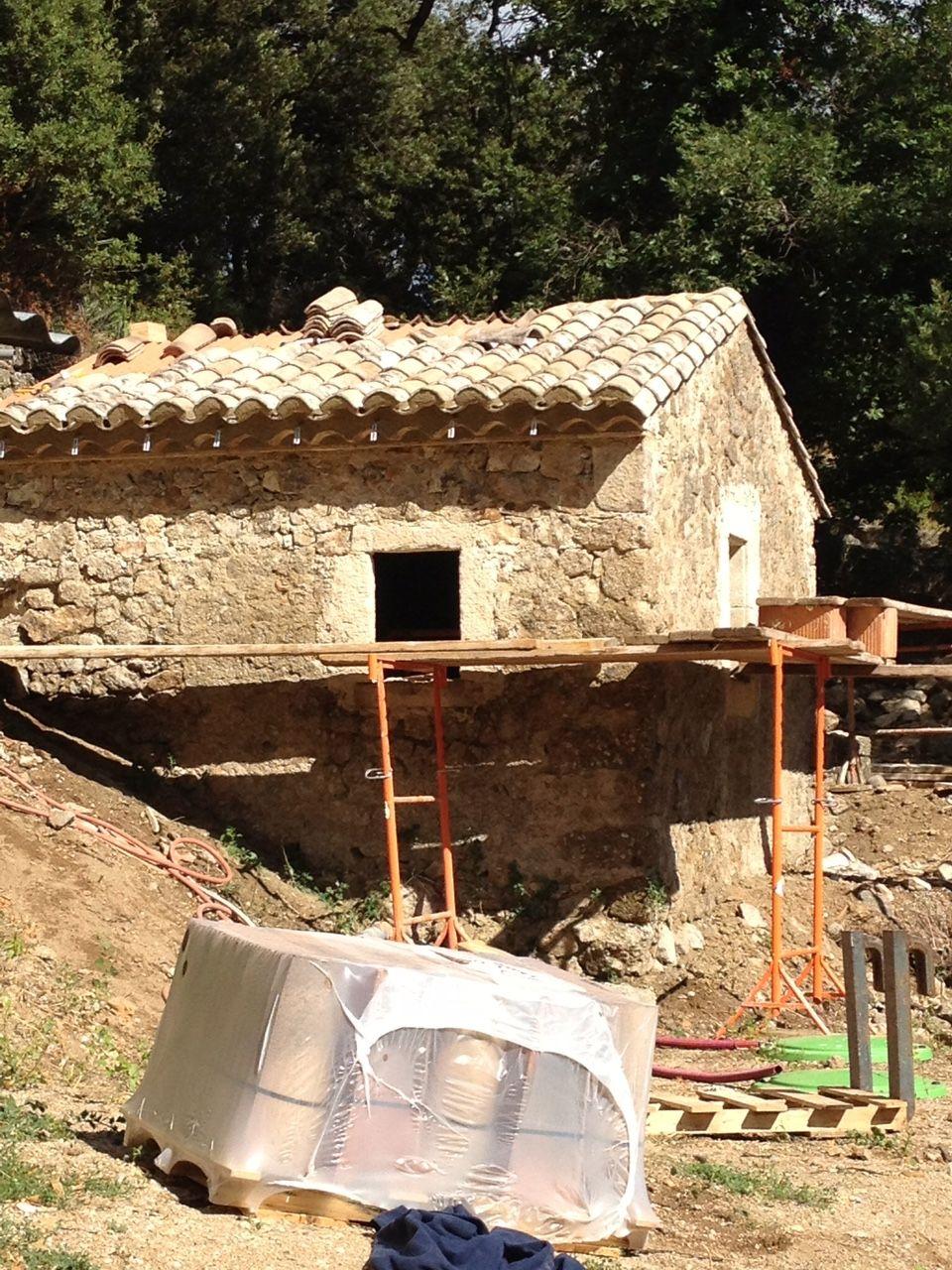 R novation de ce mas en pierre vielles demeures d for Constructeur piscine vaucluse